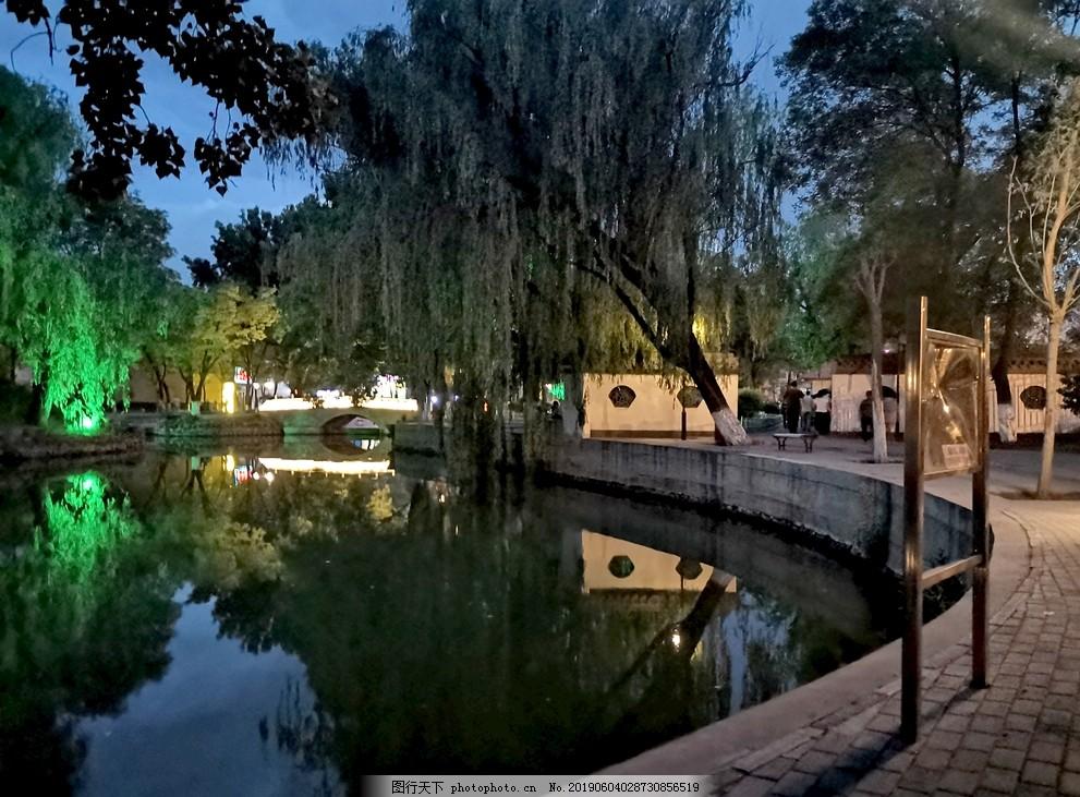 公园夜景,唯美夜景,湖泊夜景,人工湖,绿树,树林,灯光